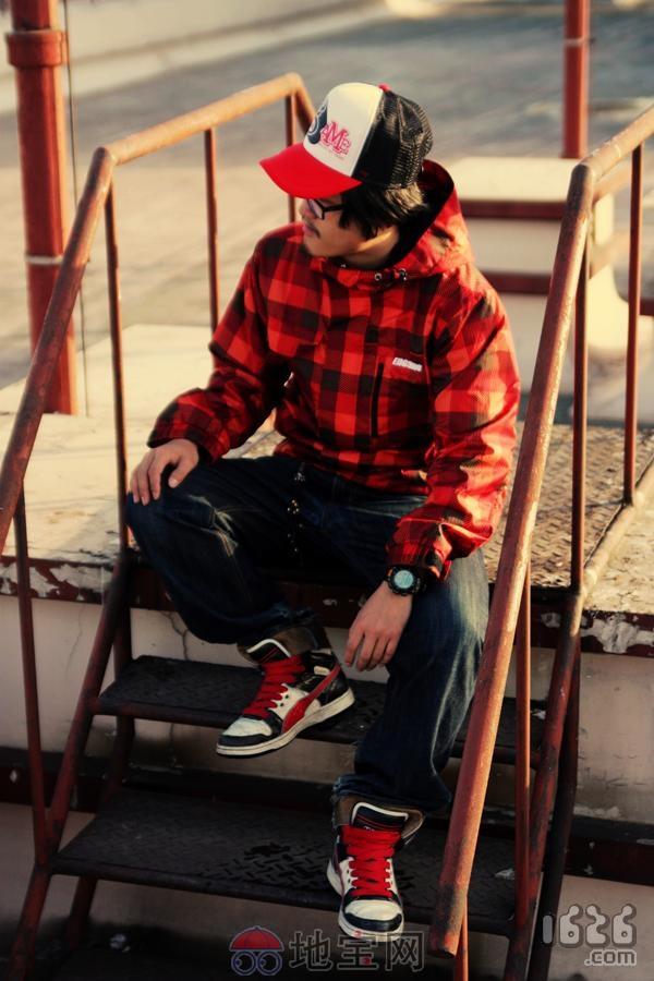 红黑格子外套