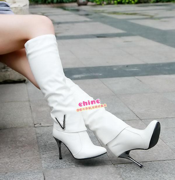 冬天穿白色靴子最浪漫